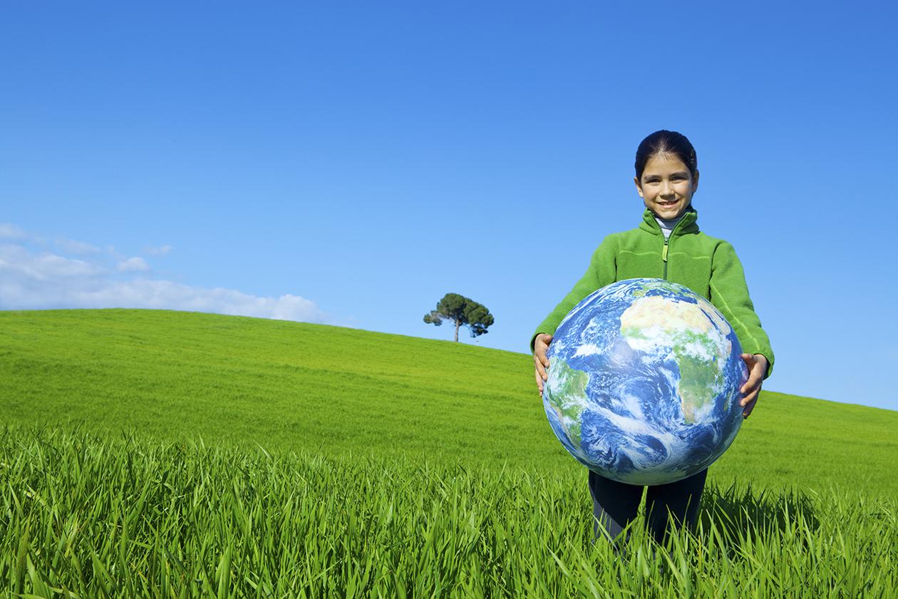 Girl_holding_the_world_EK